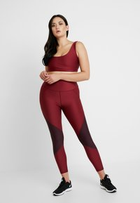 Good American - COLORBLOCK - Leggings - bordeaux - 5