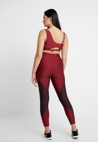 Good American - COLORBLOCK - Leggings - bordeaux - 6