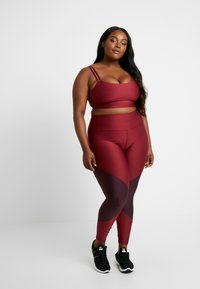 Good American - COLORBLOCK - Leggings - bordeaux - 1