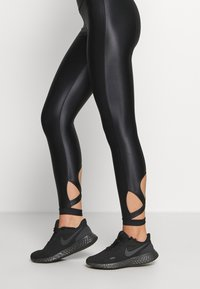 Good American - LIQUID CROSSOVER LEGGING - Tights - black - 5