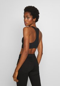 Good American - LACE UP RACER BACK BRA - Sport BH - black - 2
