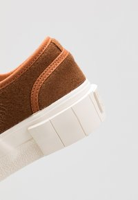 Good News - SOFTBALL - Sneaker low - brown - 5