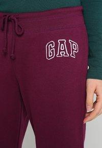 GAP - Pantalones deportivos - beach plum - 4