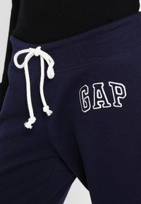 GAP - Joggebukse - navy uniform