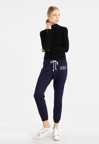GAP - Joggebukse - navy uniform - 1