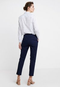 GAP - GIRLFRIEND - Chinos - true indigo - 3