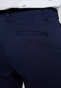 GAP - GIRLFRIEND - Chino kalhoty - true indigo
