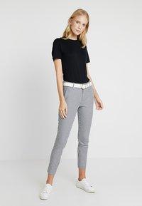 GAP - SKINNY ANKLE - Spodnie materiałowe - blue - 1