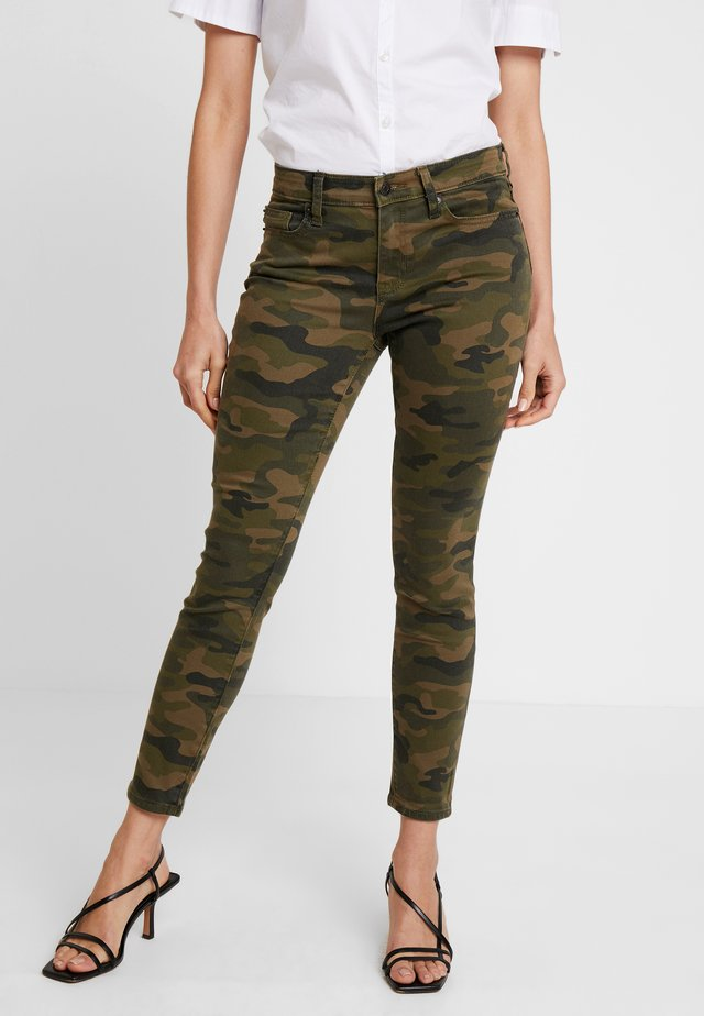 ANKLE CAMO - Jeansy Slim Fit - green