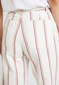 GAP - WIDE LEG CHINO SEAFARER STRIPE - Spodnie materiałowe - neutral - 5