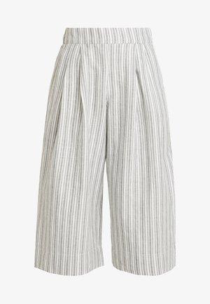 HIGH RISE PLEATED CROP WIDE LEG STRIPE - Pantalon classique - sage