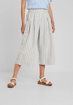 HIGH RISE PLEATED CROP WIDE LEG STRIPE - Spodnie materiałowe - sage