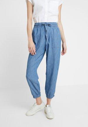 CHAMBRAY UTILITY JOGGER - Teplákové kalhoty - chambray