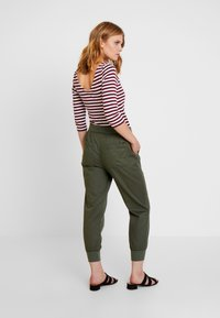 GAP - UTILITY - Joggebukse - baby tweed - 3