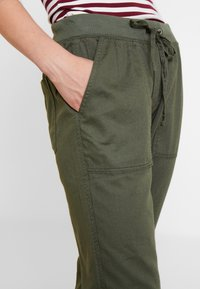 GAP - UTILITY - Joggebukse - baby tweed - 4