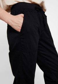 GAP - UTILITY - Spodnie treningowe - true black - 5