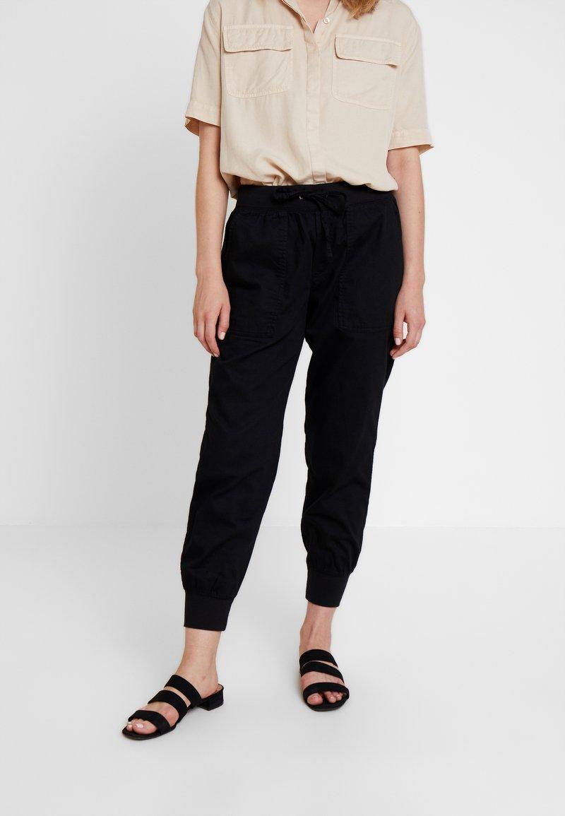 GAP - UTILITY - Spodnie treningowe - true black