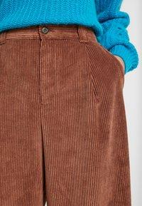 GAP - PLEATED WIDE LEG - Kalhoty - root brown - 3