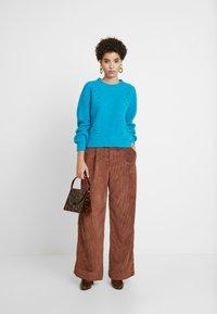 GAP - PLEATED WIDE LEG - Kalhoty - root brown - 1