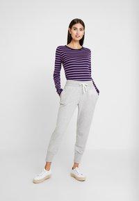 GAP - Teplákové kalhoty - light heather grey - 1