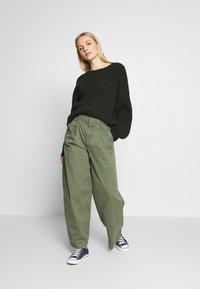GAP - HI-RISE PLEATED - Trousers - greenway - 1