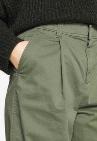 GAP - HI-RISE PLEATED - Trousers - greenway - 4