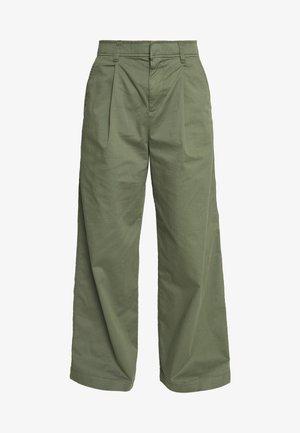 HI-RISE PLEATED - Pantalon classique - greenway
