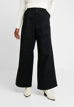 HI-RISE PLEATED - Trousers - true black