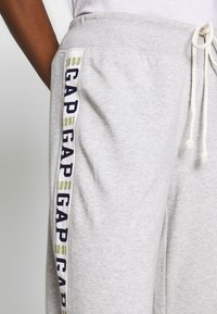 GAP - LOGO STRAIGHT LEG - Træningsbukser - grey heather - 4