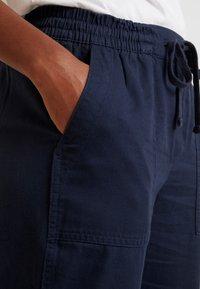 GAP - UTILITY JOGGER - Spodnie treningowe - vintage navy - 3