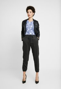 GAP - WARM HANDED JOGGER - Bukse - charcoal heather - 1