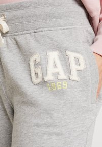 GAP - GAP LOGO - Tracksuit bottoms - light heather grey - 4