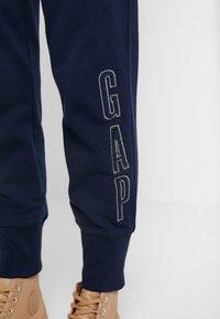 GAP - SHERPA - Teplákové kalhoty - navy uniform - 4