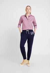 GAP - Teplákové kalhoty - navy uniform - 1