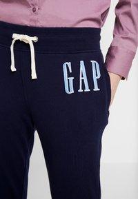 GAP - Teplákové kalhoty - navy uniform - 4