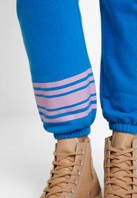 GAP - Spodnie treningowe - precious blue - 4