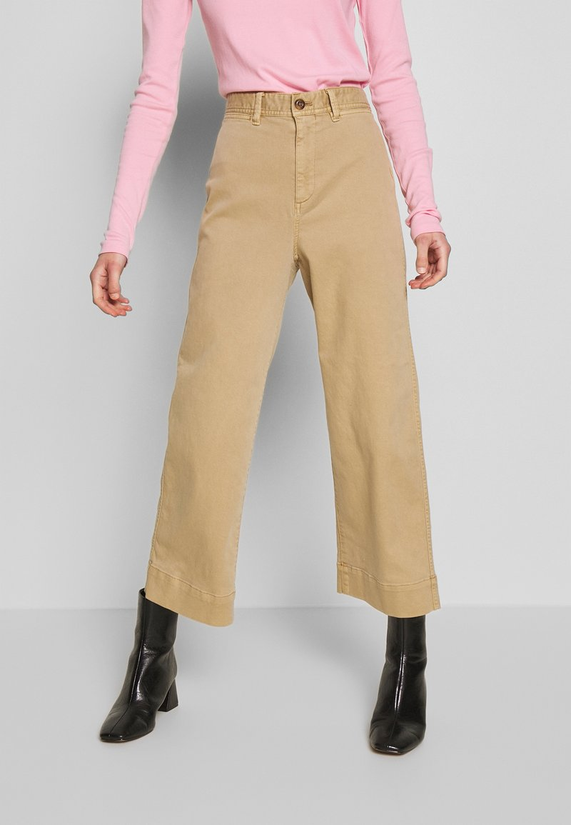 GAP - WIDE LEG CHINO SOLID - Flared Jeans - khaki