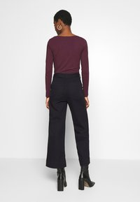 GAP - WIDE LEG CHINO SOLID - Flared Jeans - true black - 2