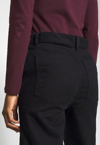 GAP - WIDE LEG CHINO SOLID - Flared Jeans - true black - 4