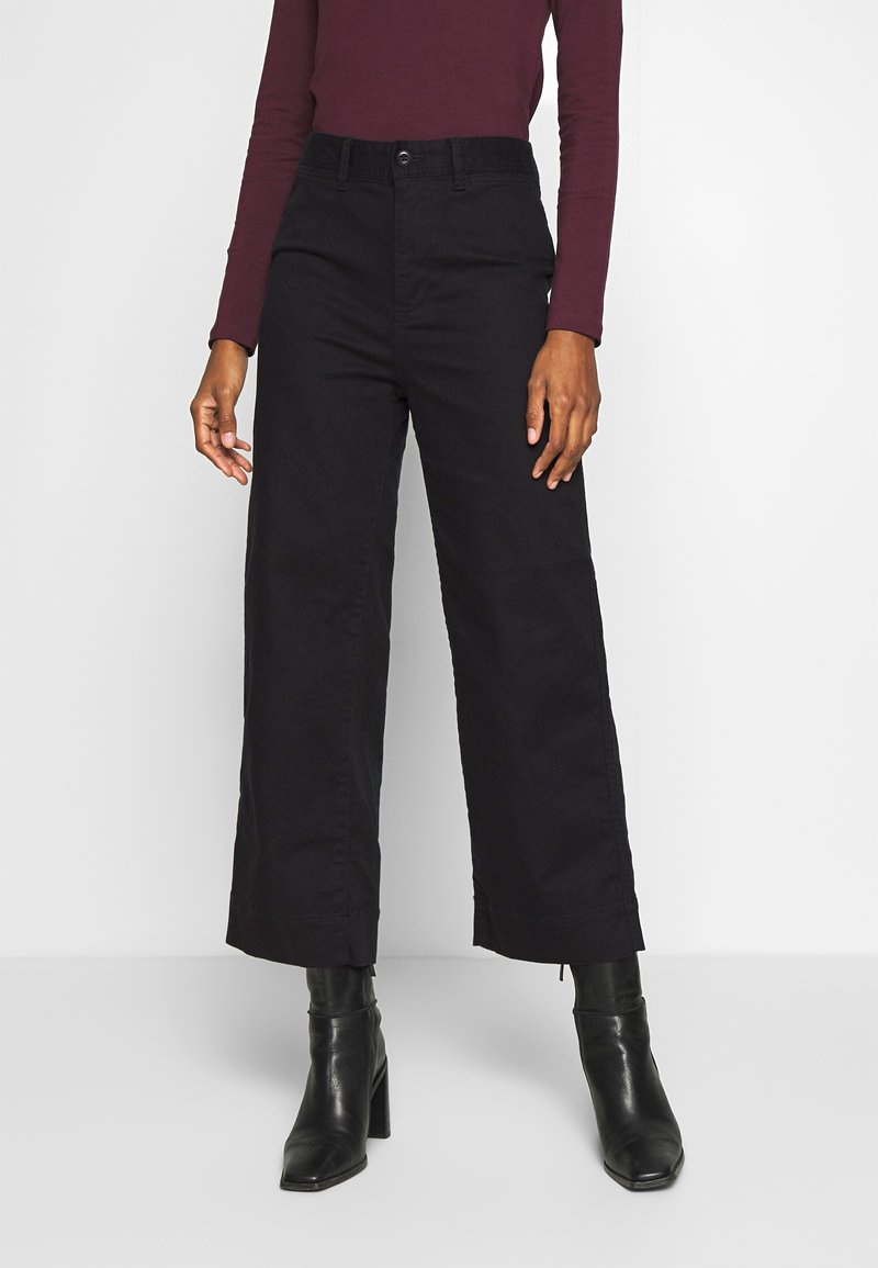 GAP - WIDE LEG CHINO SOLID - Flared Jeans - true black