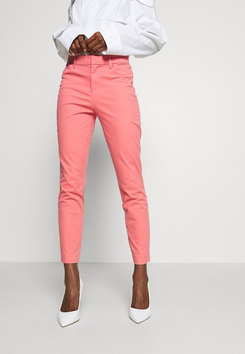 GAP - Chinot - pink starburst