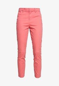 GAP - Chinot - pink starburst - 3