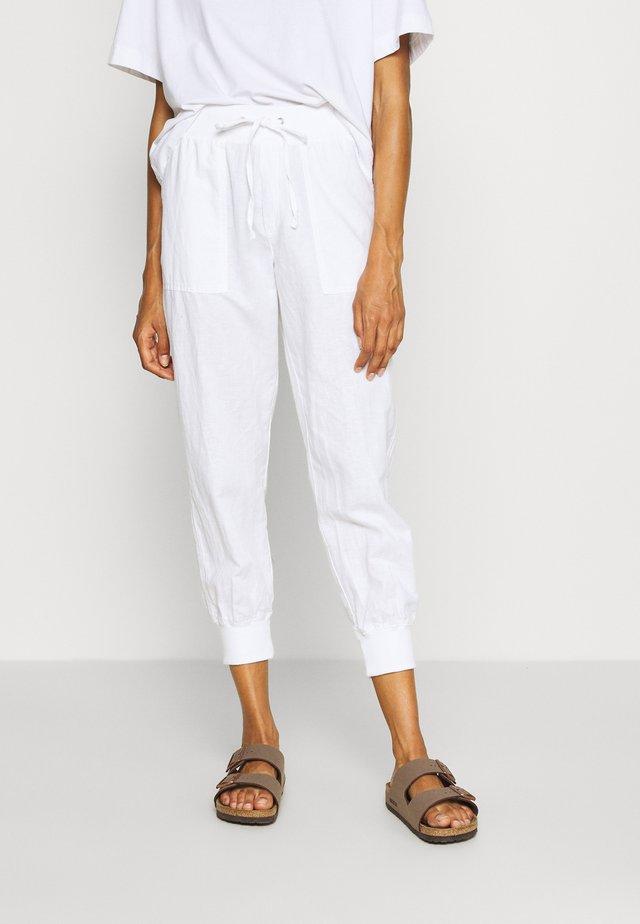 UTILITY JOGGER  - Spodnie materiałowe - optic white