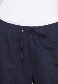 GAP - UTILITY JOGGER - Pantalon de survêtement - navy uniform - 4