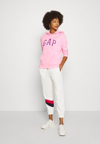 GAP - GAP USA - Tracksuit bottoms - milk global - 1