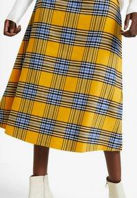 GAP - FLARE SKIRT - Spódnica trapezowa - yellow - 3