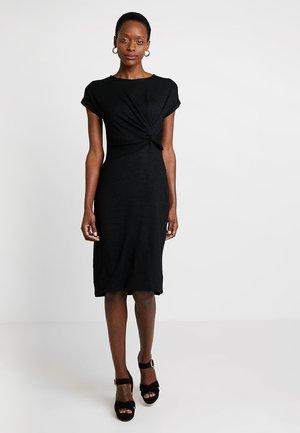 KNOTWST MIDI - Pletené šaty - true black