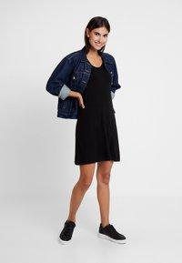 GAP - SWING - Žerzejové šaty - true black - 2