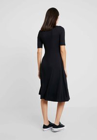 GAP - SCOOP SWING DRESS - Žerzejové šaty - true black - 3