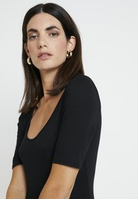 GAP - SCOOP SWING DRESS - Žerzejové šaty - true black - 4